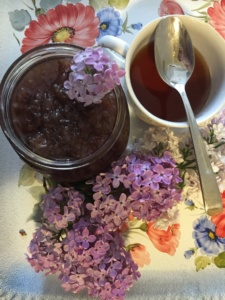dulceata-din-flori-de-liliac-cu-lingurita